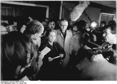 Berlin-Keine Gewalt Margitta Hinze (Kupler) und Jens Reich